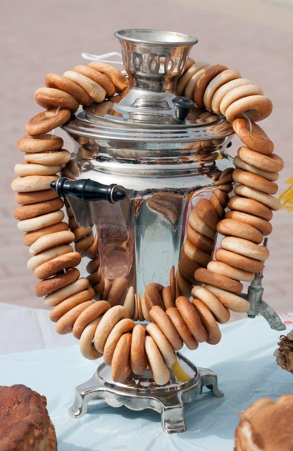 Download Chaleira De Chá Velha Tradicional Do Russo Do Samovar Com Bagels Imagem de Stock - Imagem de pão, refeição: 29830419