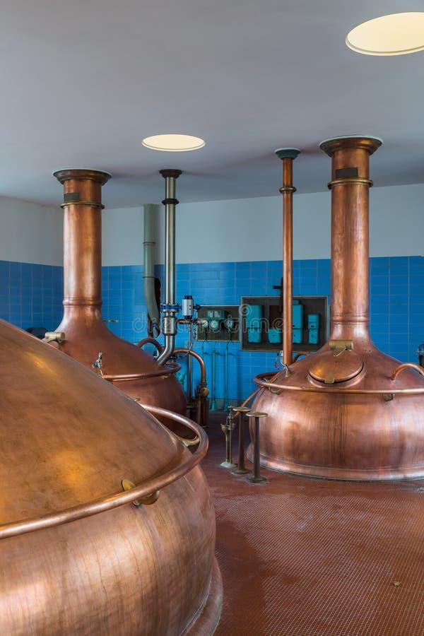 Chaleira de cobre do vintage - cervejaria em Bélgica fotos de stock royalty free