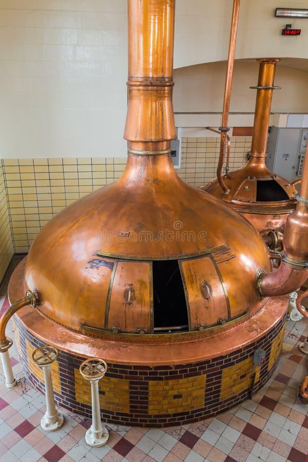Chaleira de cobre do vintage - cervejaria em Bélgica fotos de stock