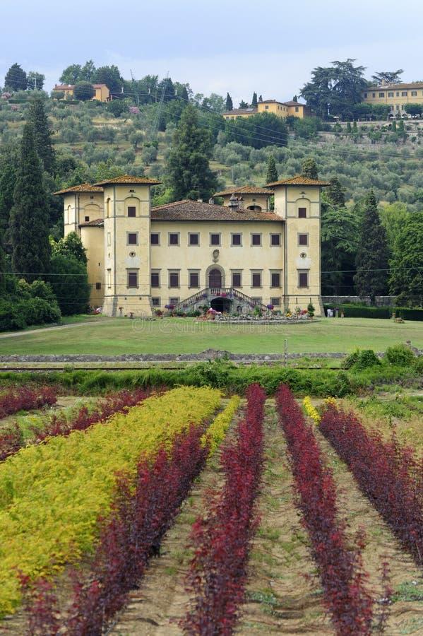 Chalet antiguo cerca de Pistóia (Toscana) imagen de archivo libre de regalías