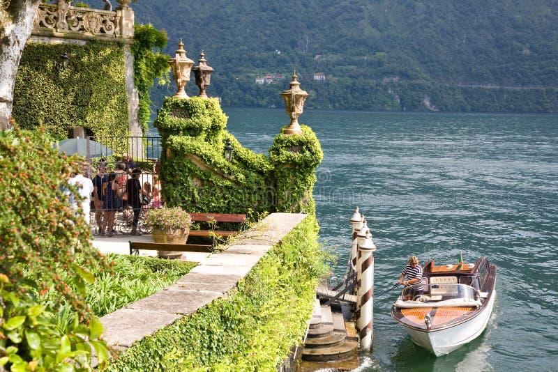 Chalet Balbianello, lago Como, Italia de la entrada imagen de archivo