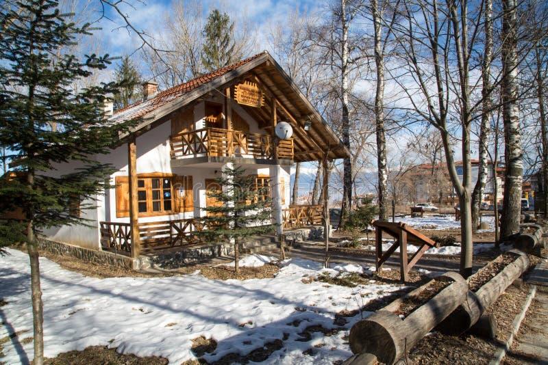 Chalet dans les montagnes près de Bansko, Bulgarie photo stock