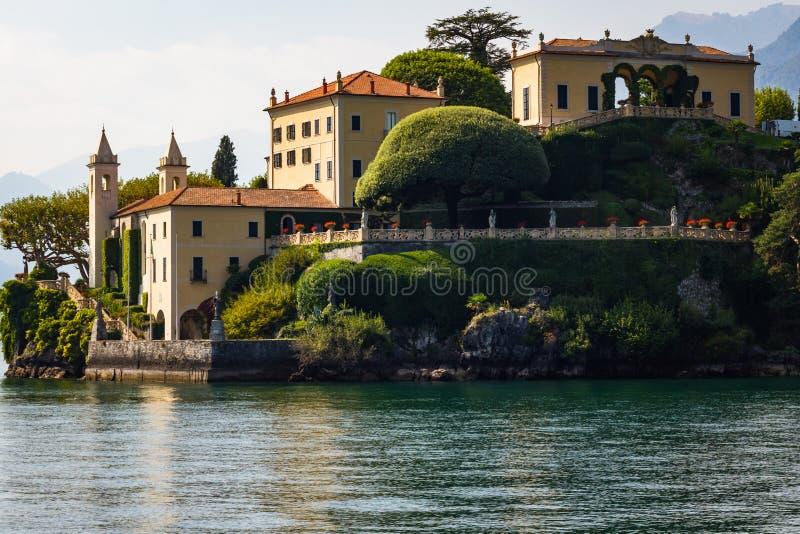 Chalet Del Balbianello, casandose el lago Como del chalet fotos de archivo