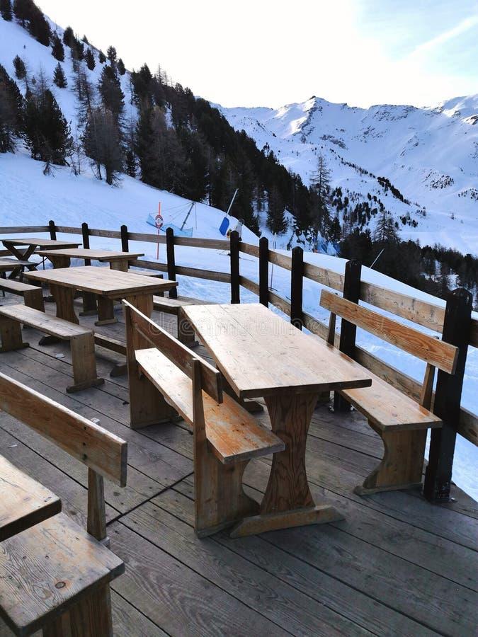 Chalet-Ferienort auf den Pila-Bergen im Aostatal stockfotos