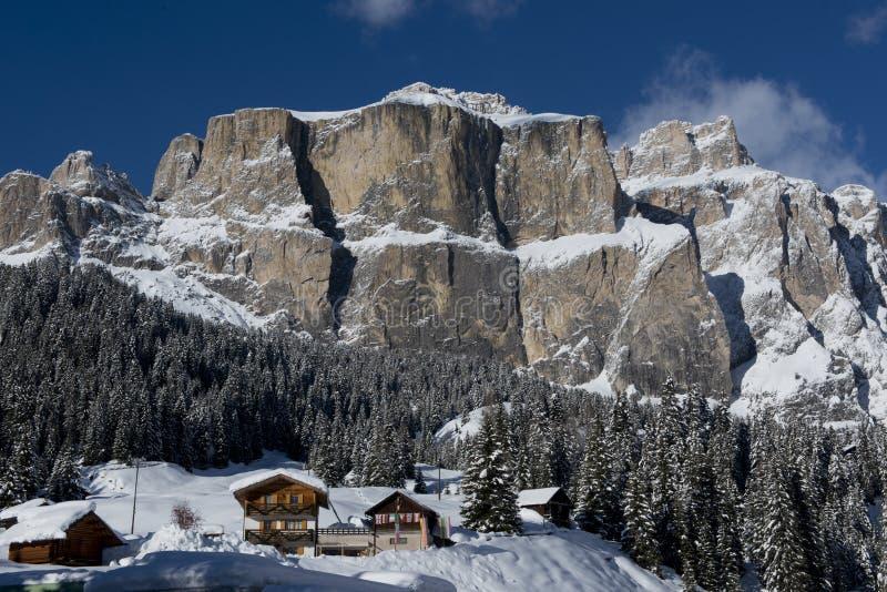 Chalet i Val di Fassa arkivfoton