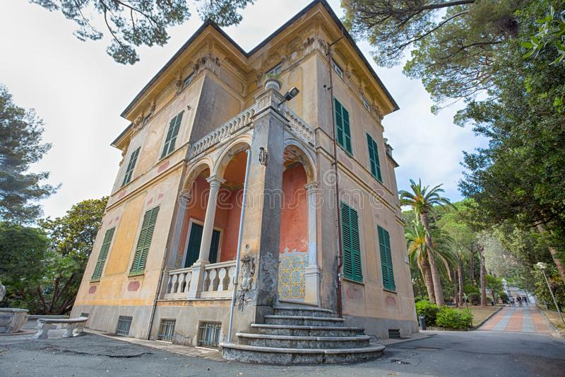 Chalet Luxoro en Genoa Nervi, cerca de Genoa Nervi Groppallo Park, Italia fotos de archivo