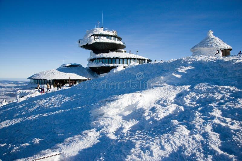 Chalet polacco sul picco di Snezka Campagna di inverno di Snowy, Snezka m. fotografia stock libera da diritti