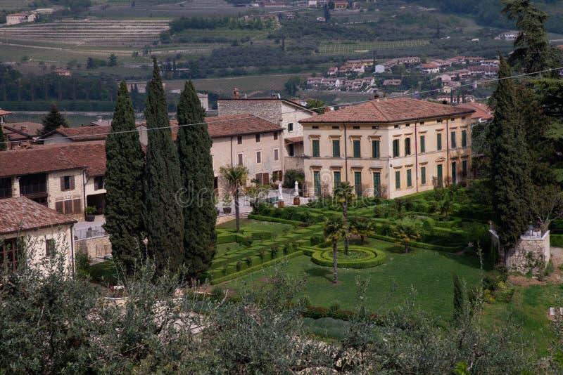 Chalet Spinosa de las colinas de Negrar di Valpolicella, Italia imagen de archivo libre de regalías