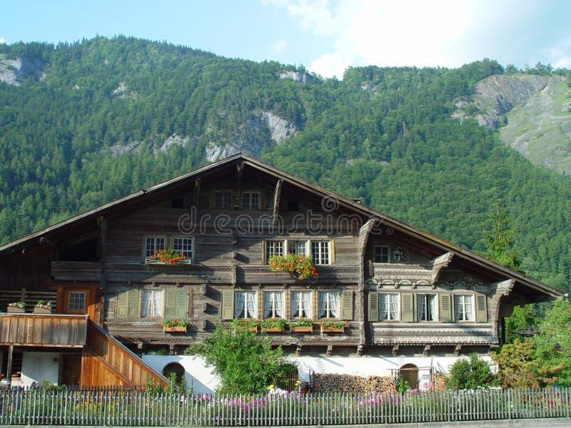 Chalet suisse photographie stock libre de droits