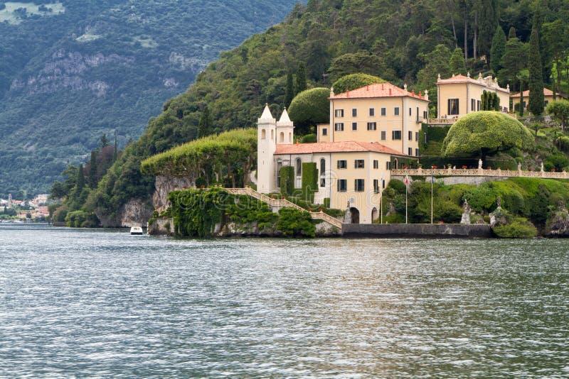 Chalet viejo en el lago Como, Italia fotografía de archivo libre de regalías
