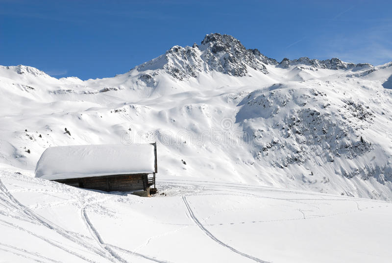 Download Chaletbergvinter arkivfoto. Bild av vinter, mont, snow - 19782800