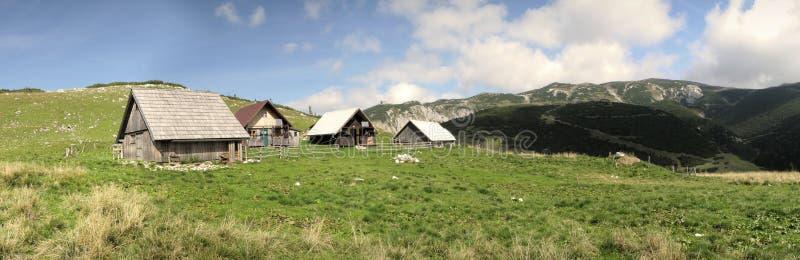 Chalets auf der Methode von Heukuppe zur Habsburk Hütte lizenzfreies stockbild