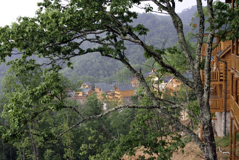 Chalets de la montaña cerca de Gatlinburg, Tennessee imagenes de archivo