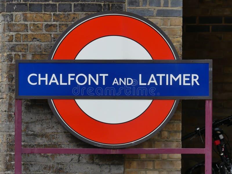 Chalfont en Latimer-Ondergronds Metropolitaans de spoorweg roundel teken van postlonden royalty-vrije stock afbeeldingen