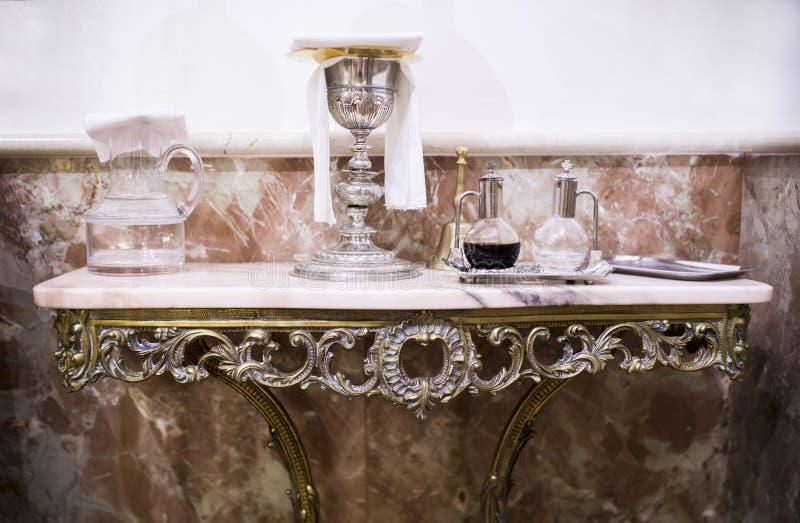 Chalice, wina i wody miotacz, dzwon obraz royalty free