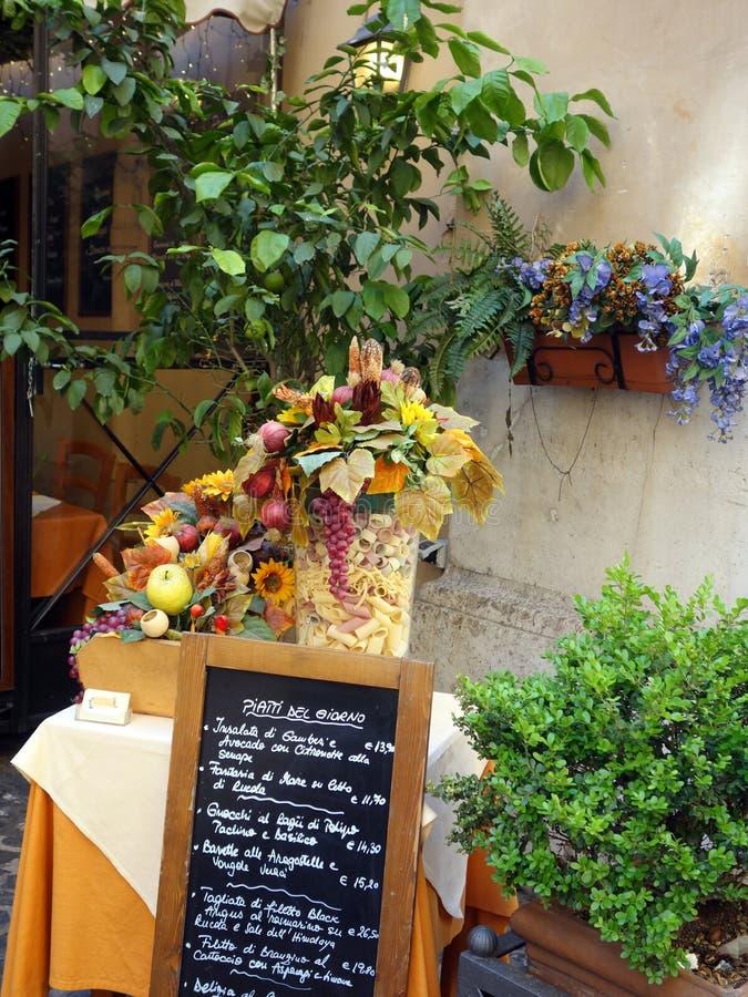 Chalkboard menu Na zewnątrz Rzym restauraci, Włochy fotografia stock