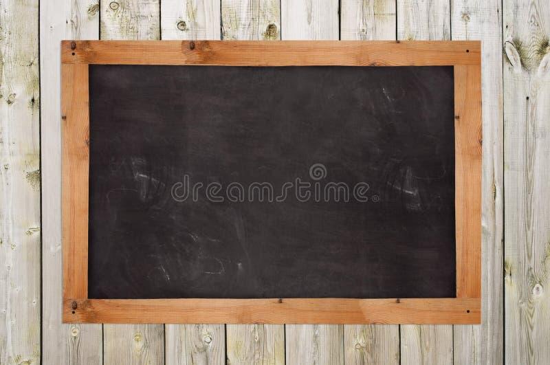 Chalkboard na drewnianej ścianie obrazy stock