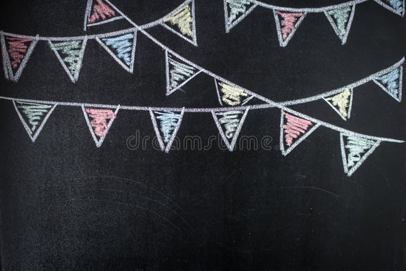 Chalkboard tło z rysunkowymi chorągiewek flaga zdjęcie stock
