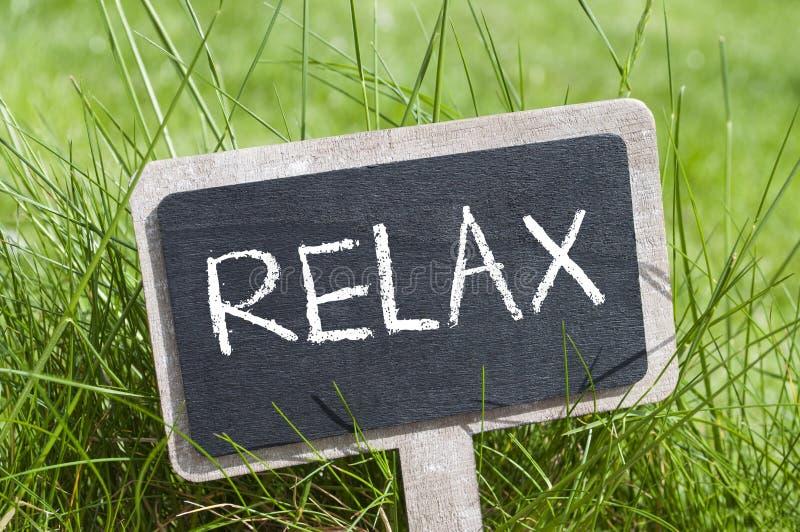 Chalkboard w trawie z relaksuje zdjęcia royalty free