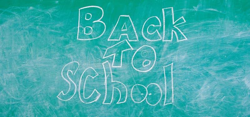 Chalkboard z inskrypcj? z powrotem szko?a Wrze?nia czas studiowa? edukacj? i dostawa? z powrotem Reklama plecy ilustracja wektor