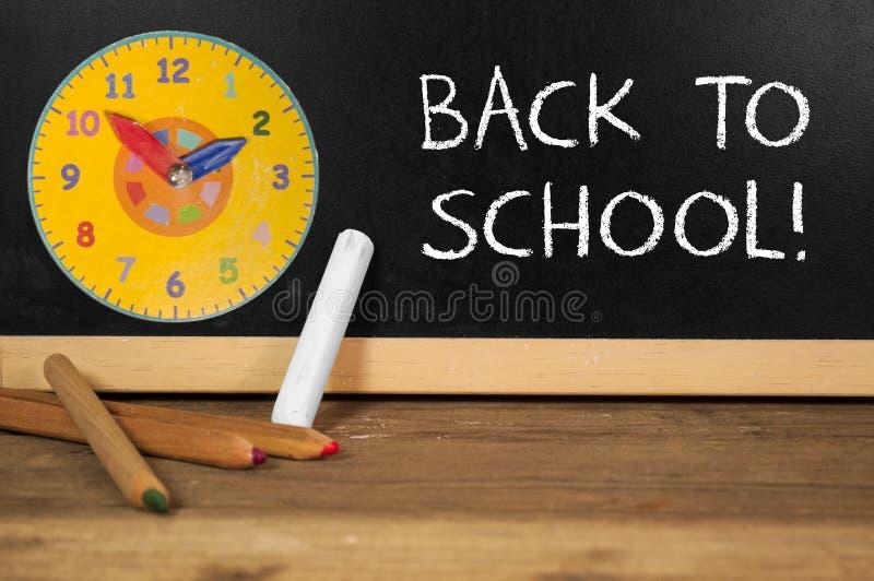 Chalkboard z z powrotem szkoła zdjęcia stock