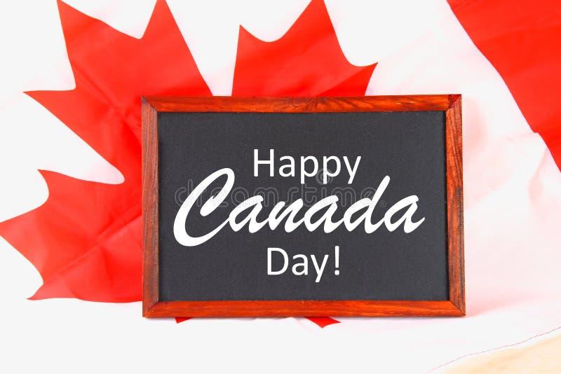 Chalkboard z słowa Kanada Szczęśliwym dniem na flaga państowowa Uczta 1 Lipiec obraz stock