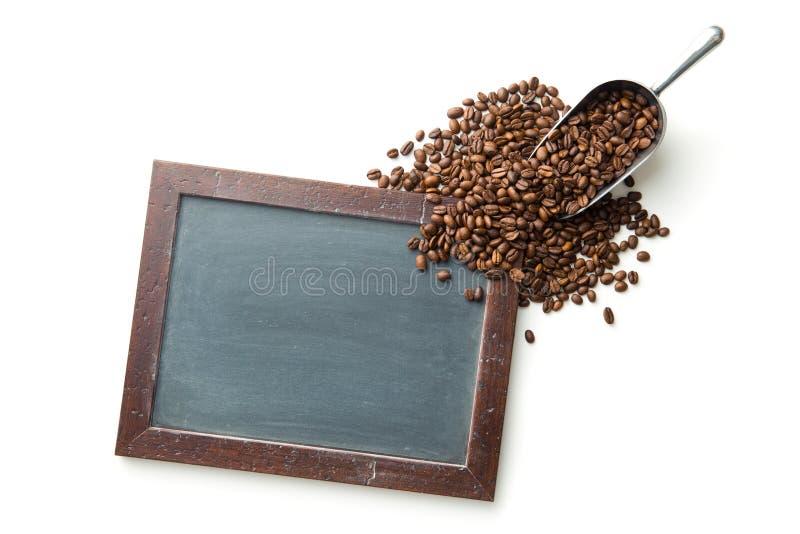 Chalkbooard e feijões de café imagem de stock