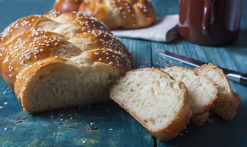 Challahbrood met sesamzaden royalty-vrije stock afbeeldingen