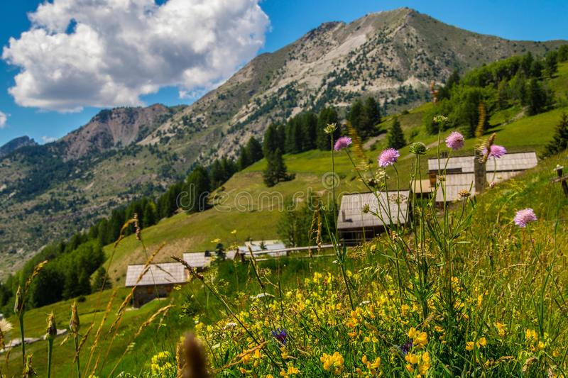 Chalmettes ceillac in qeyras in Hautes-Alpes in Frankrijk royalty-vrije stock afbeeldingen