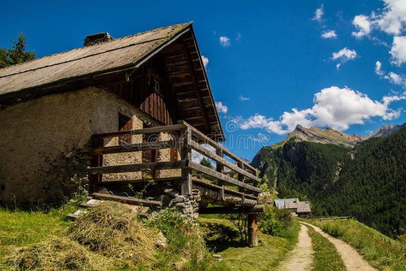 Chalmettes ceillac in qeyras in Hautes-Alpes in Frankrijk stock afbeeldingen