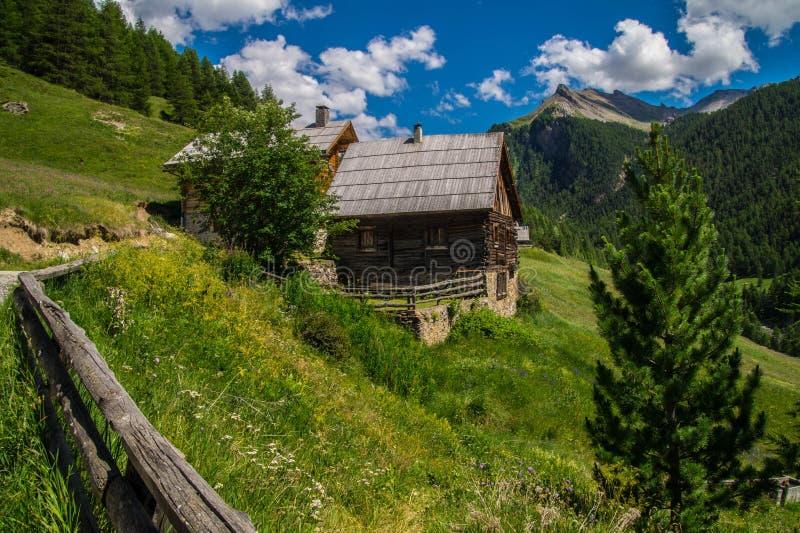 Chalmettes ceillac in qeyras in Hautes-Alpes in Frankrijk royalty-vrije stock fotografie