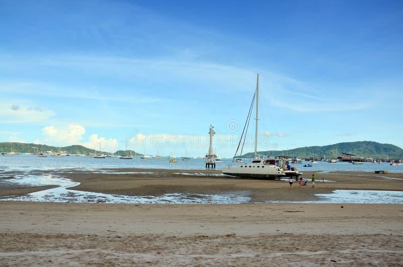 Chalong-Bucht-Pier wenn Wasserspiegel niedrig in Phuket Thailand lizenzfreies stockbild