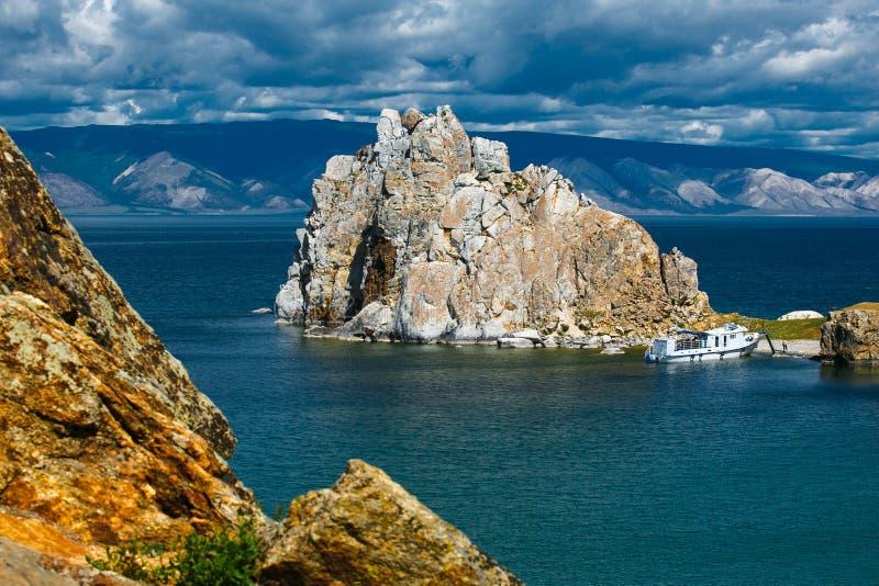 Chamán Mountain, cabo Burkhan, isla Olkhon imagen de archivo libre de regalías