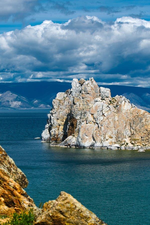 Chamán Mountain, cabo Burkhan, isla Olkhon fotografía de archivo