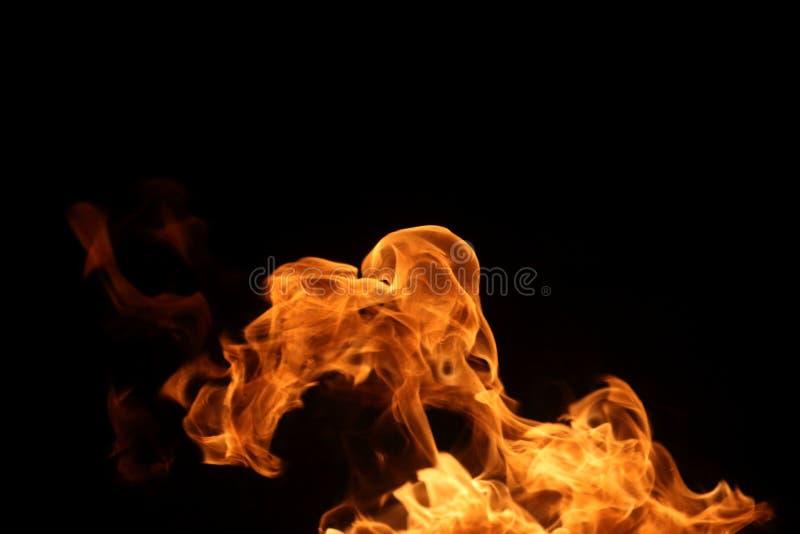chama de queimadura no fundo escuro para a finalidade abstrata do projeto gráfico imagens de stock