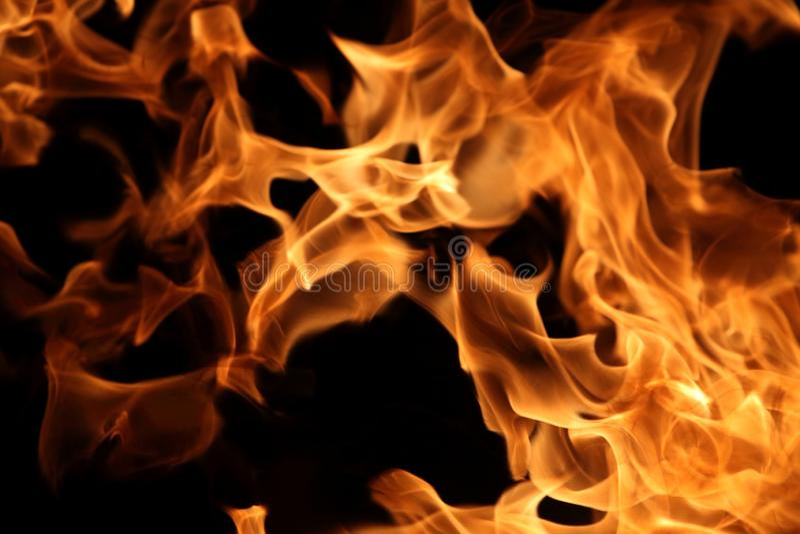 Chama de queimadura no fundo escuro para o projeto gráfico abstrato fotografia de stock