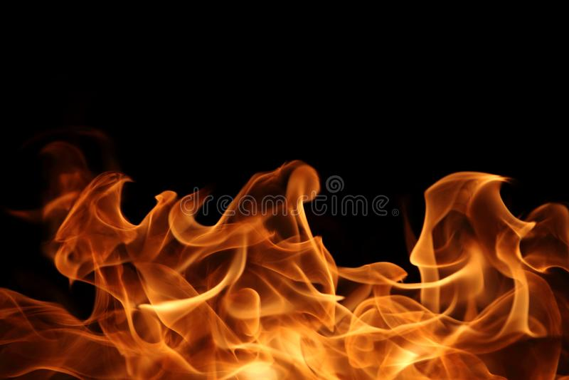 Chama de queimadura no fundo escuro para o projeto gráfico abstrato imagens de stock