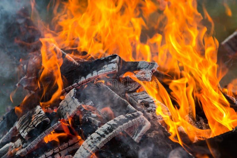 A chama está queimando-se imagens de stock