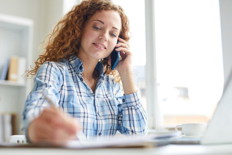 Chamando e fazendo anotações imagem de stock