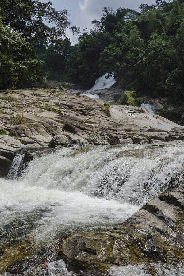 Chamang vattenfall, Bentong, Malaysia royaltyfri fotografi