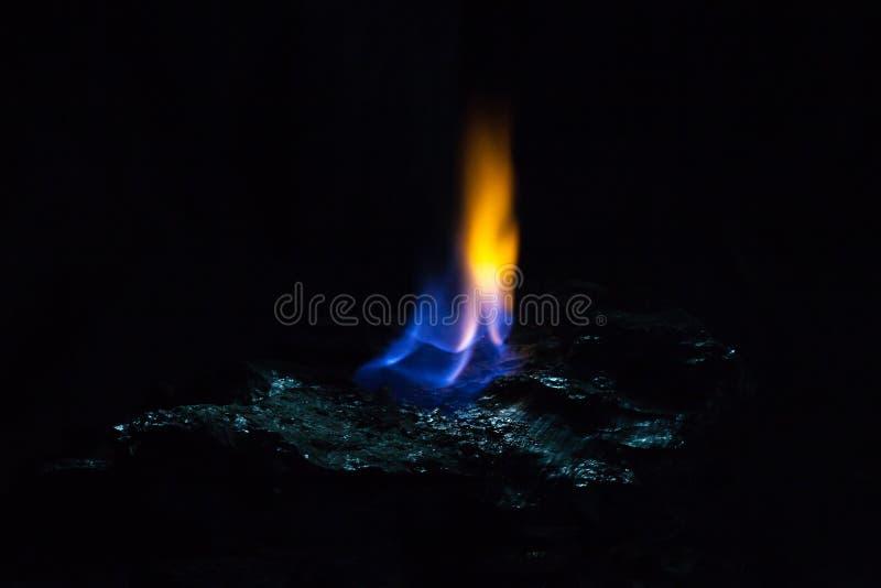 Chamas do fogo de carvão foto de stock