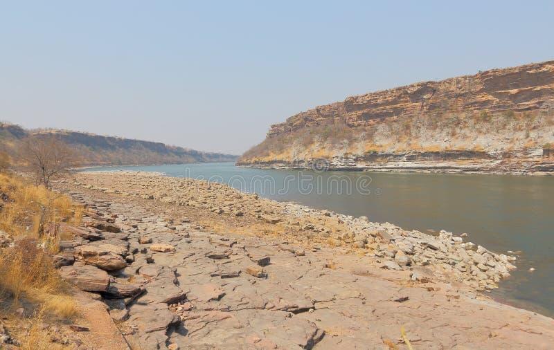 Chambal flod på den sagar fördämningen för gandhi, Madhya Pradesh, Indien royaltyfria foton