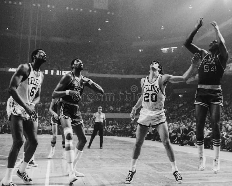 Chambelán y Russell, NBA del vintage imagen de archivo