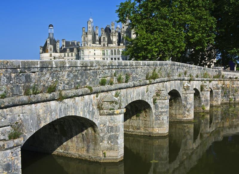 Chambord met brug royalty-vrije stock afbeeldingen