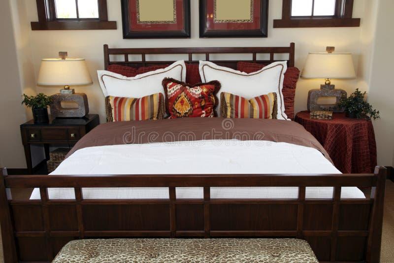 Chambre à coucher à la maison de luxe élégante. images stock