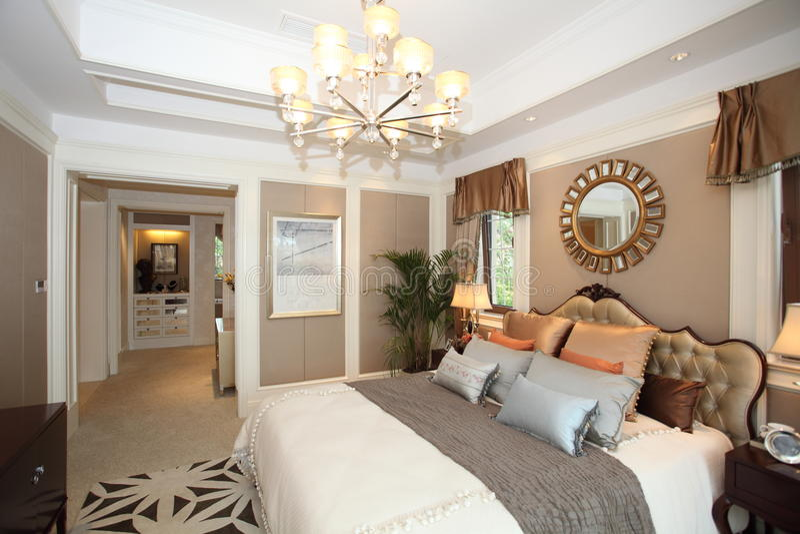 Chambre à coucher à la maison de luxe images stock