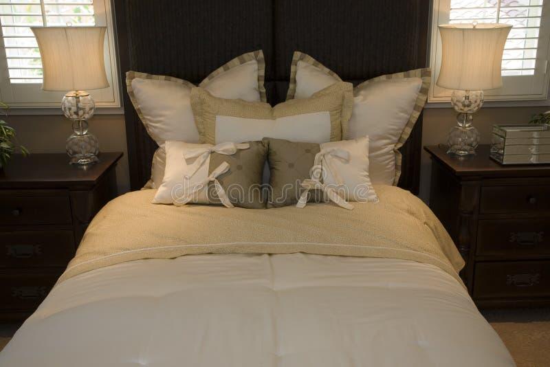 Chambre à coucher à la maison de luxe. photo libre de droits