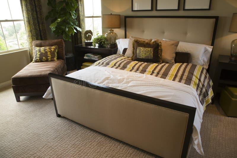 Chambre à coucher à la maison de luxe. image libre de droits