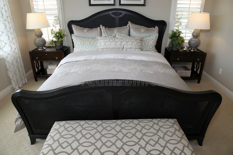 Chambre à coucher à la maison de luxe moderne images stock