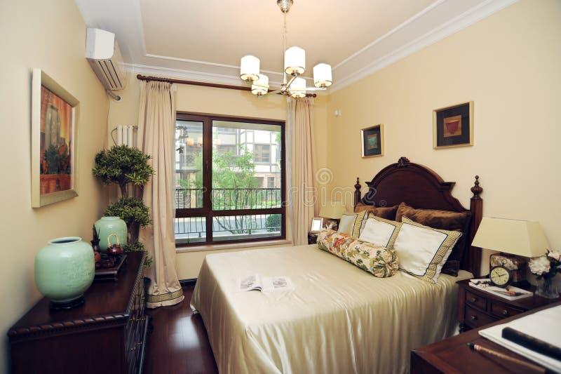 Chambre à coucher à la maison de luxe moderne photos stock